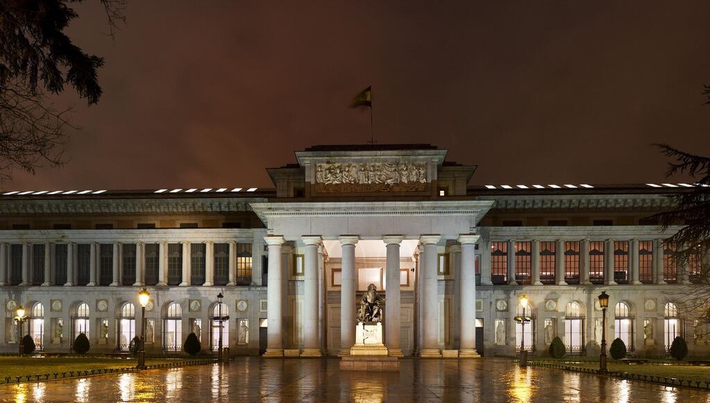 Museo del Prado iluminado