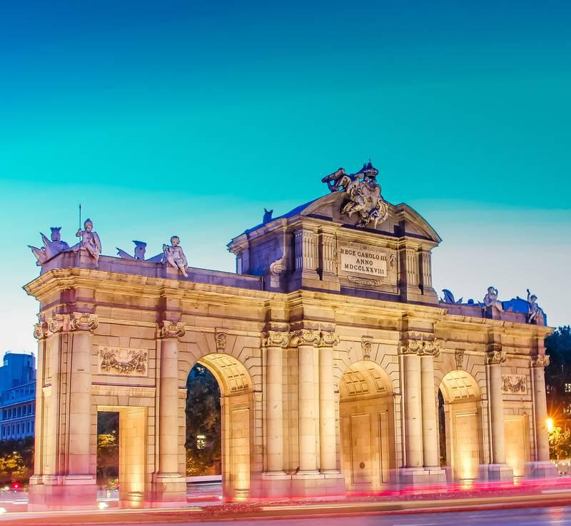 Puerta de Alcala con luces